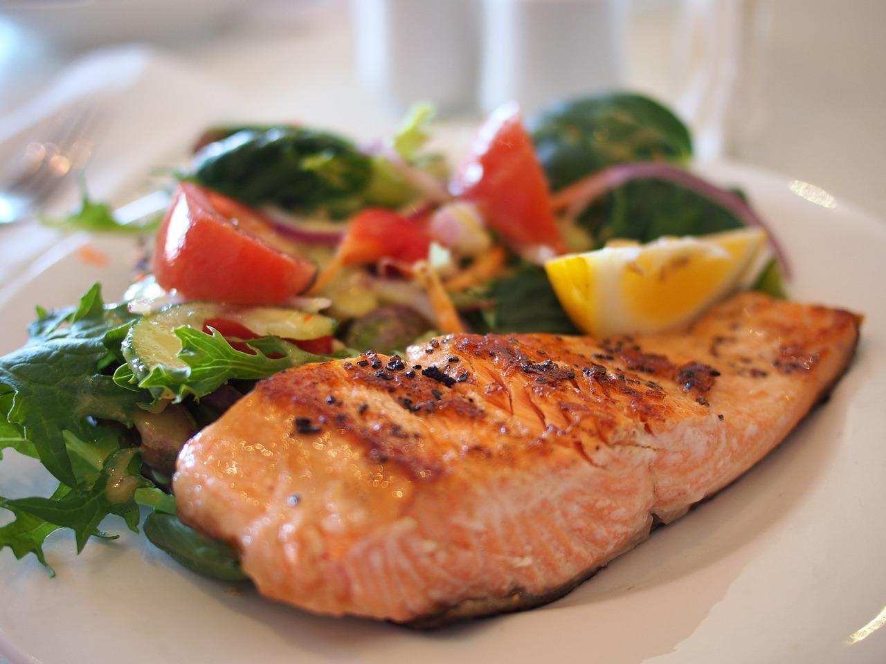 здравословна рецепта за сьомга със зеленчуци